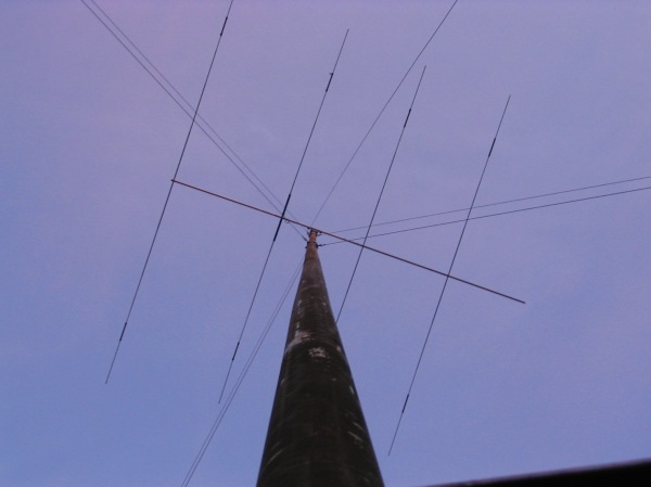 My modified Mosley TA35-jr three band, FIVE element beam. $200 The fifth element can be fashioned from the second reflector element which is included, but not pictured.  It is, in essence, two TA33jr antennas on one extended boom.